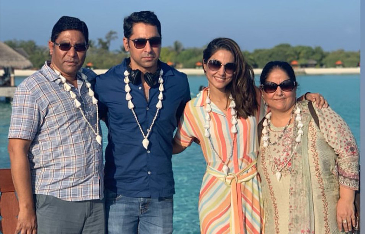 hina-khan-holiday-with-family-in-maldives