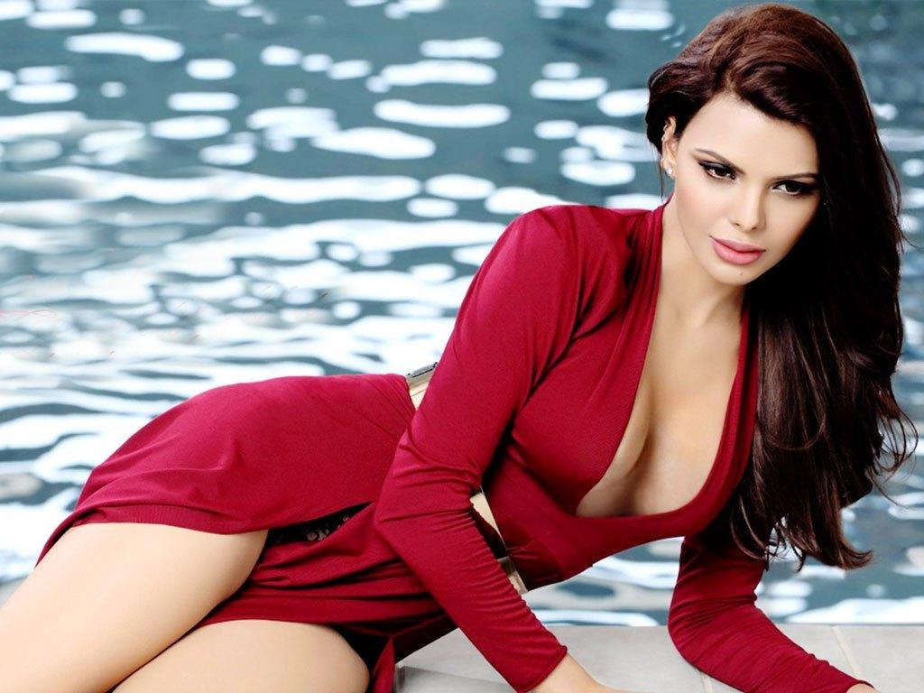 Sherlyn Chopra's sexy style will blow your senses, preparing to explode on set