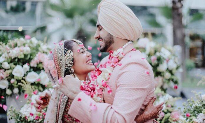Neha Kakkar gave a befitting reply to the users who raged on the wedding lehenga