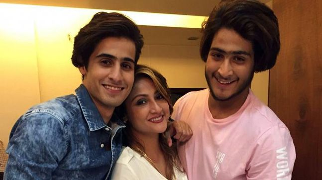 urvashi-dholakia with sons
